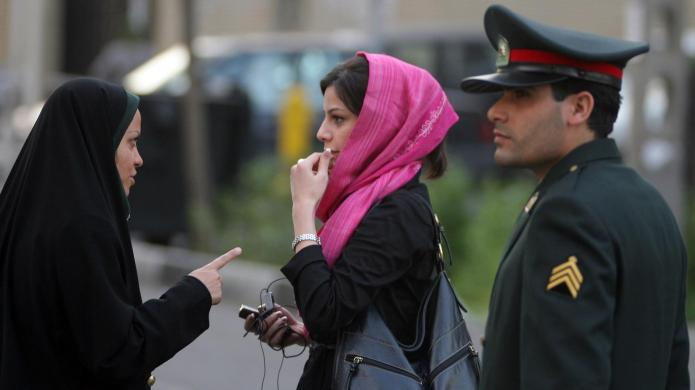 Iranian women ditch their head scarves