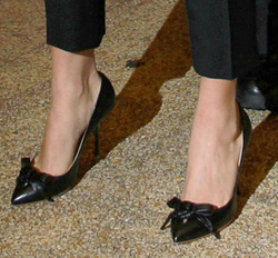 Bow-topped pumps