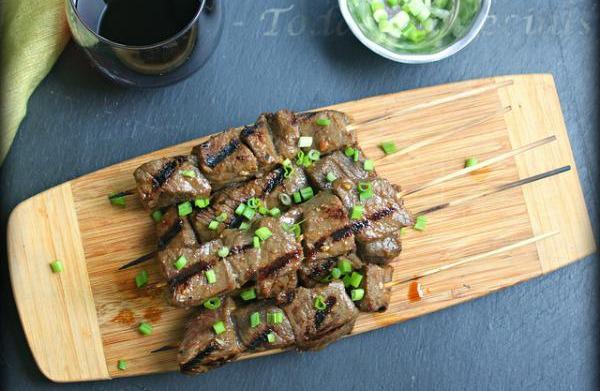 Marinated grilled beef tenderloin skewers