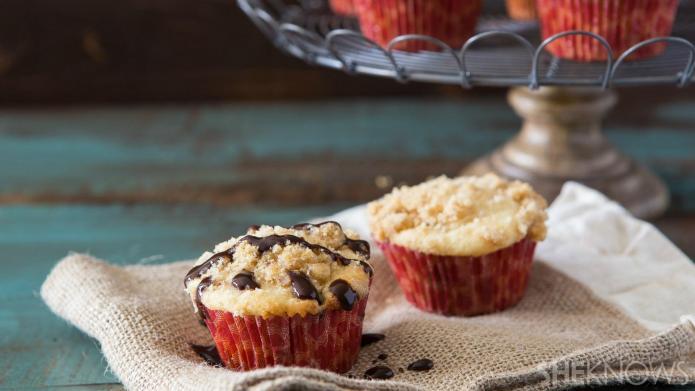 Make chocolate chunk coffee crumble muffins