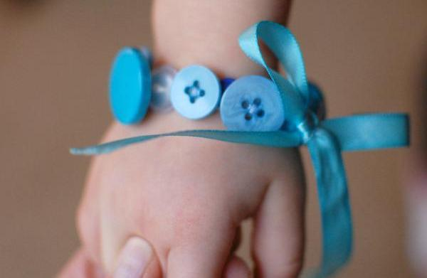 Pinterest in Practice: Button bracelet