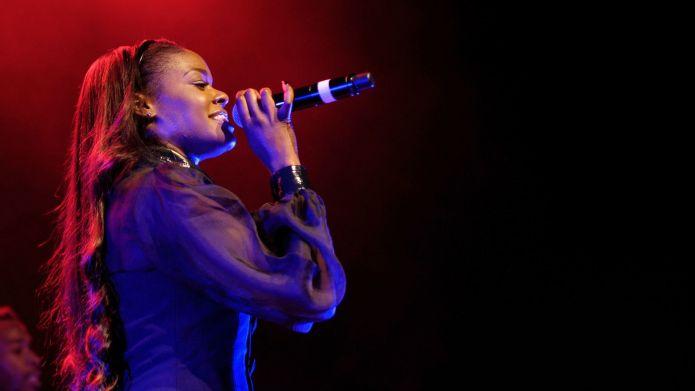 Azealia Banks yells homophobic slur but