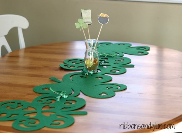 St. Patrick's Day table runner DIY