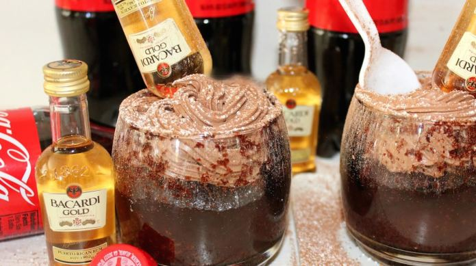 Rum and Coke 'bottoms-upcakes' — part