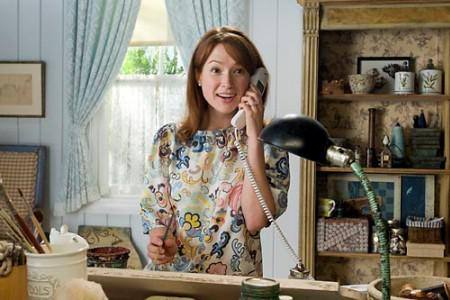 Ellie Kemper welcomes us to the