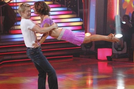 Jennifer Grey dancings in the Dancingwith the Stars finale