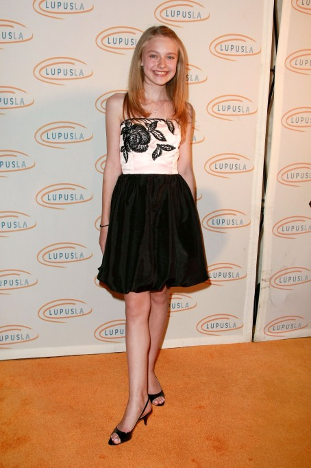 Dakota Fanning young in a black and white dress
