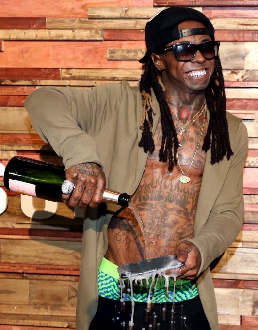 Lil Wayne pours champagne over Samsung Galaxy S7