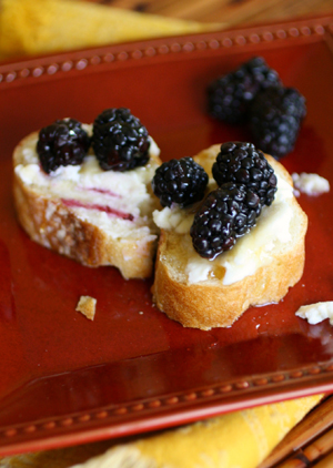 Ricotta with blackberries and honey
