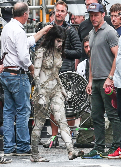 Sofia Boutella on set as the Mummy