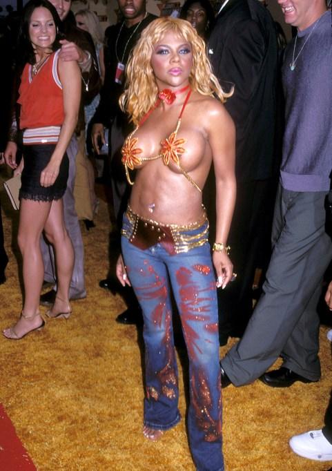 Lil' Kim at the 2001 MTV VMA awards.