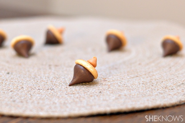 Edible Thanksgiving crafts - Hershey Kiss acorns