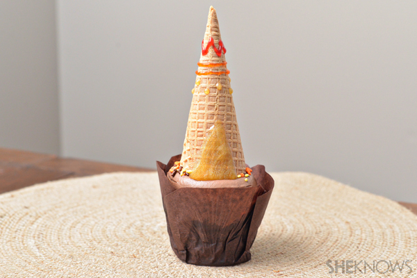 Edible Thanksgiving crafts - Tee-pee topped cupcake