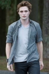 Robert Pattinson is Edward Cullen in New Moon