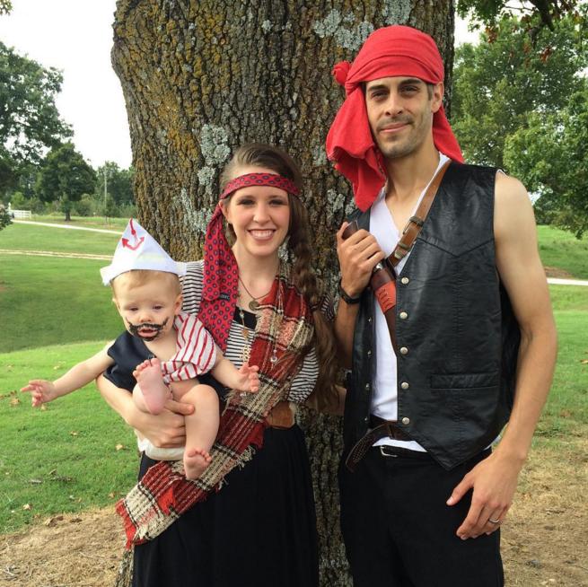 Derick Dillard and Jill Duggar dressed as pirates