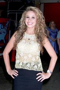 American Idol's Haley Reinhart joins Pia