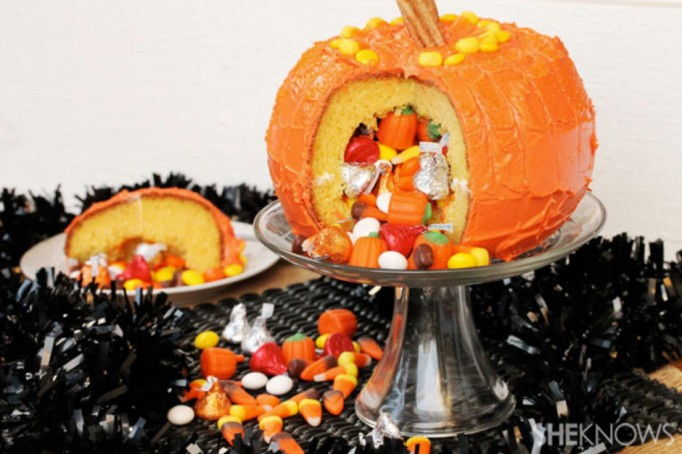 34 Halloween foods that'll take your party to the next level: Jack-o'-Lantern pinata cake