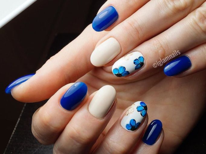 Blue in Bloom Nail Art