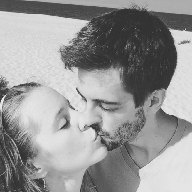 Derick Dillard and Jill Duggar kissing on the beach