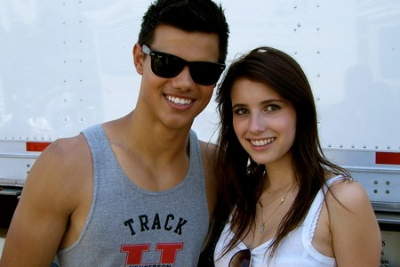 Emma Roberts with Taylor Lautner on the Valentine's Day set