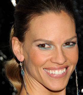 Hilary Swank wearing blue eyeshadow