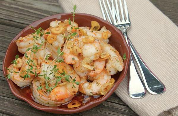 Baked shrimp with garlic and chili