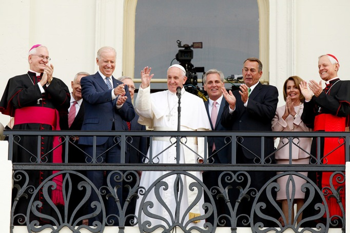Pope Francis waves to crowd from the balcony of the US Capitol