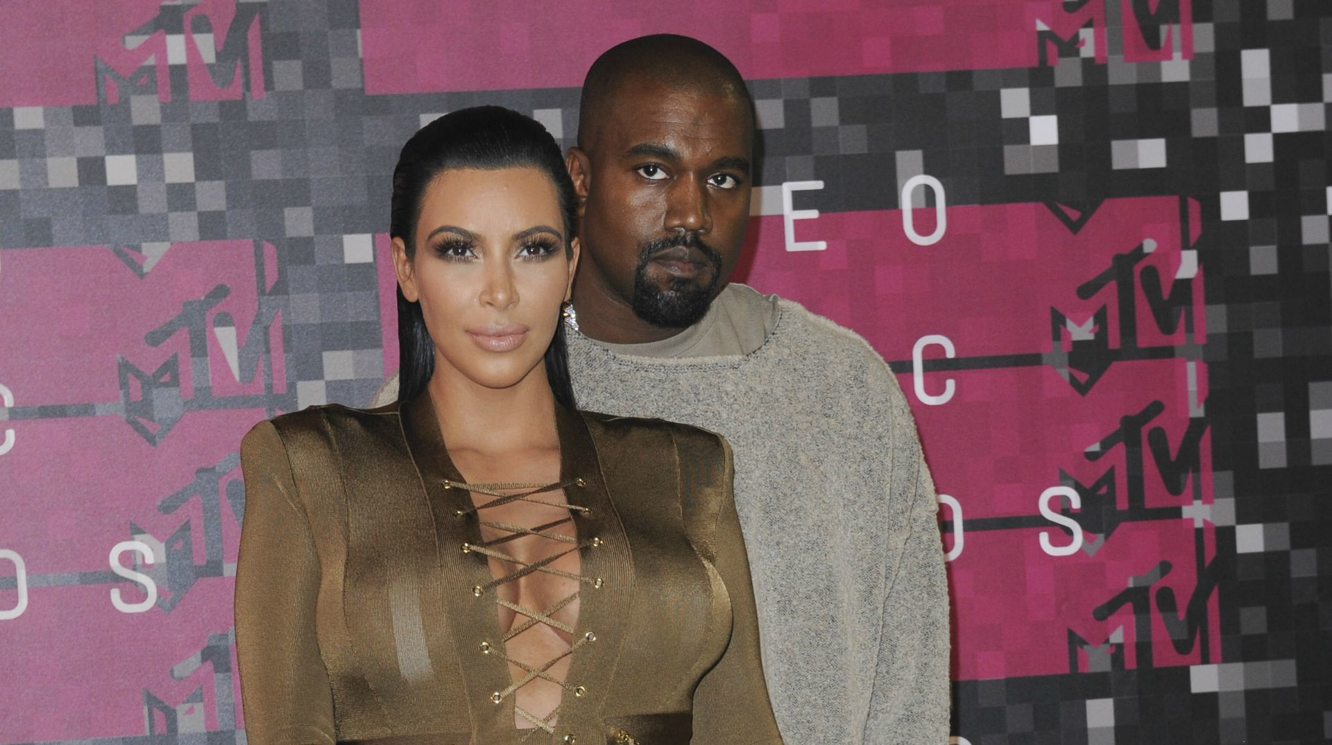 f5d3aac9ff71 Kim Kardashian s raunchy shoot has fans concerned for Kanye West (PHOTOS)
