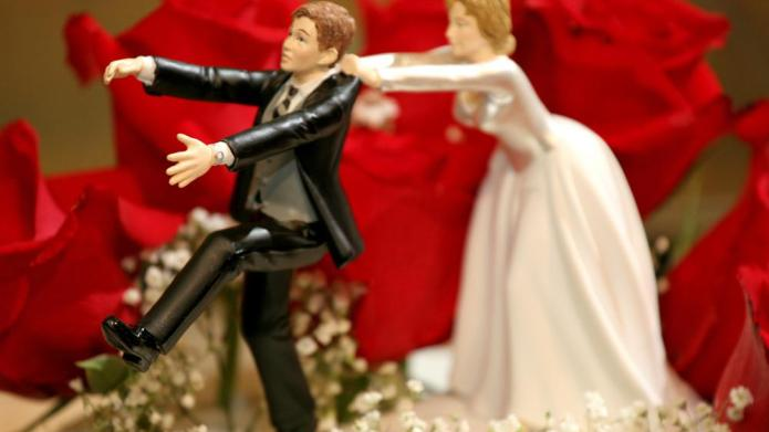 How to discuss your wedding budget