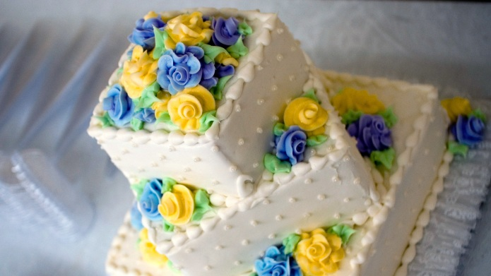 How to freeze wedding cake so