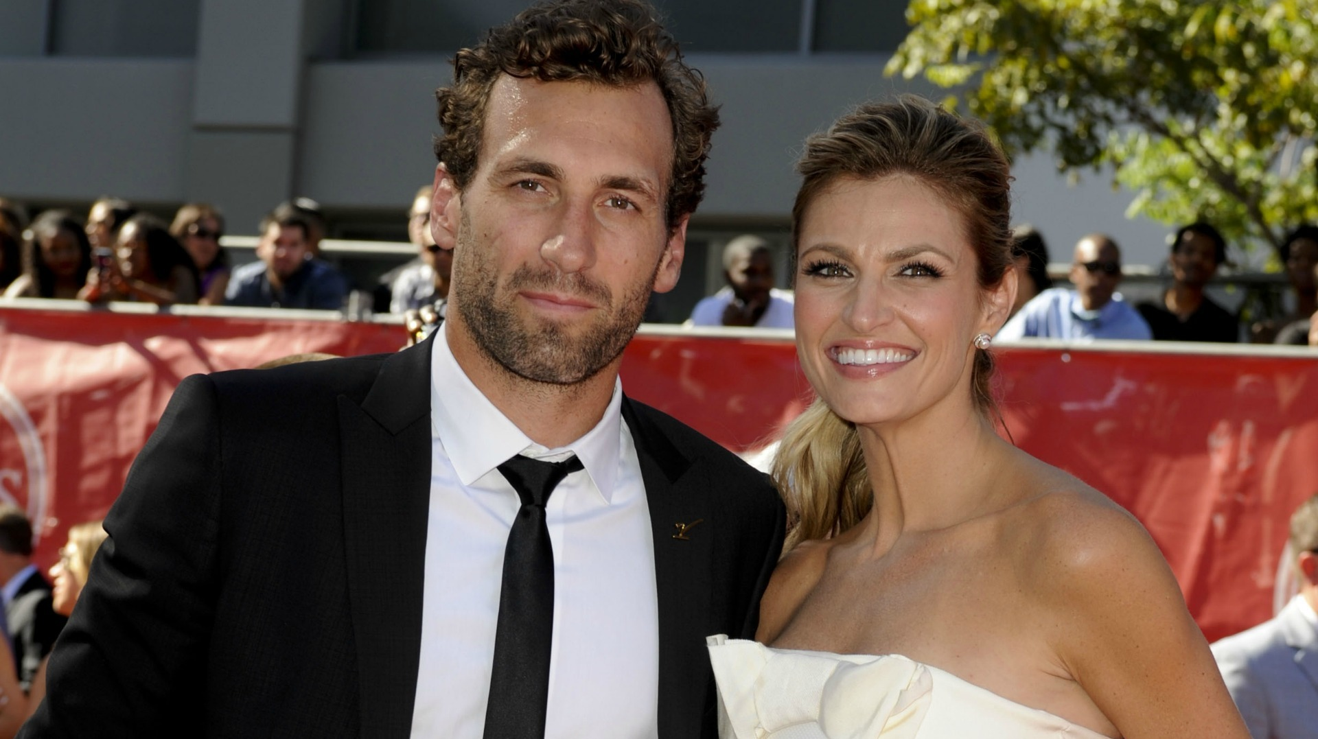 Erin Andrews Bf Jarret Stoll Take Their Relationship To The Next