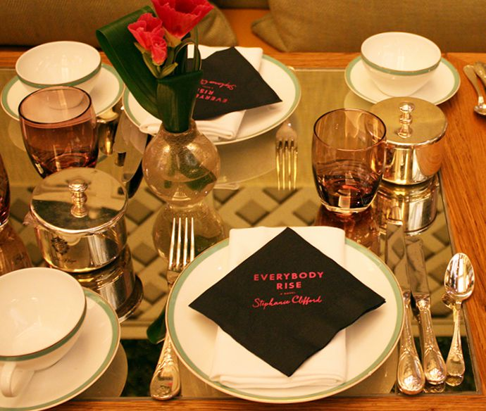 everybody-rise-event-place-setting