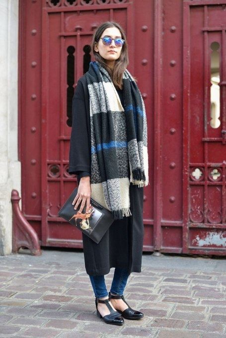 Blanket Scarves to Keep You Cozy This Fall and Winter: Black meets blue   Fall and Winter Fashion 2017