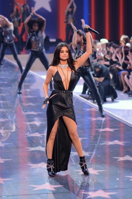 2015 Victoria's Secret Fashion Show Selena Gomez