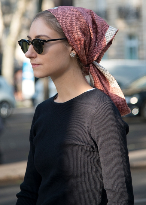 Gorgeous Fall Hairstyles: Hair pulled In scarf | Fall Beauty 2017