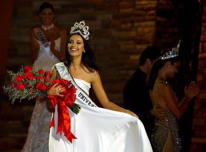 Oxana Fedorova accepting her crown