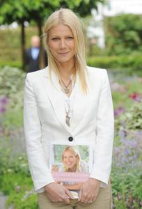 Gwyneth Paltrow's record deal is off!
