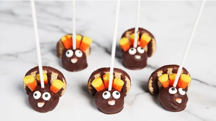 Make these cute chocolate-peanut butter turkey