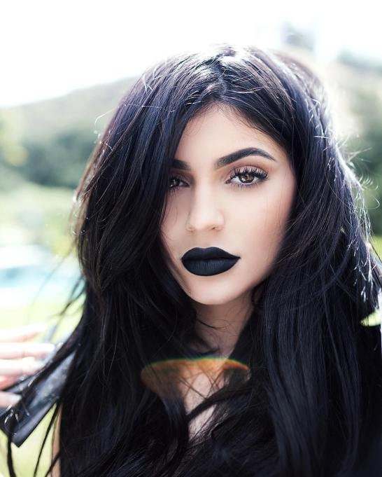 Ways Celebrities Multitask Their Makeup Products | Kylie Jenner—Eyeliner As Lipstick