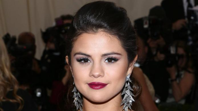 Dis! Selena Gomez blocks Bieber on