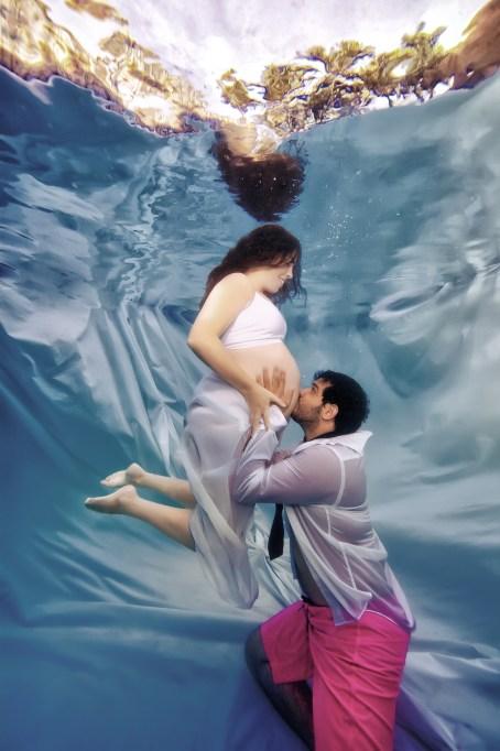 These underwater pregnancy photo shoot pics are amazing