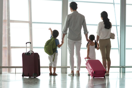 Family at airport | Sheknows.com