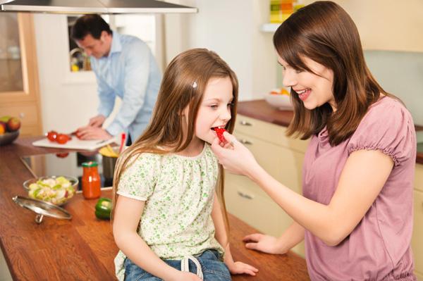 Family preparing healthy dinner