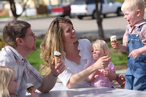 family eating ice cream cones