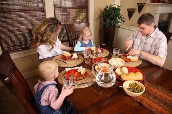 family-talking-over-dinner