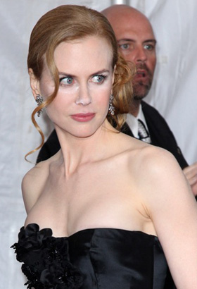 Nicole Kidman with unblended powder