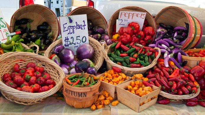 How to shop the farmers market