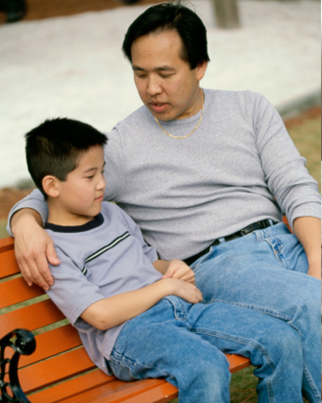 Father speaking seriously with son | Sheknows.com