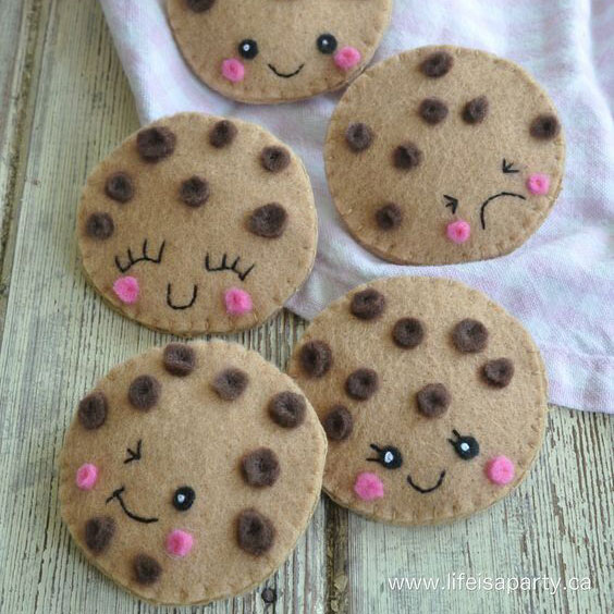 felt play cookies