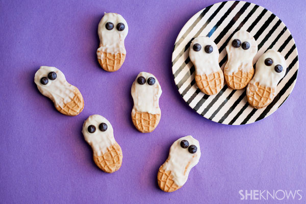 34 Halloween foods that'll take your party to the next level: Nutter Butter ghosts